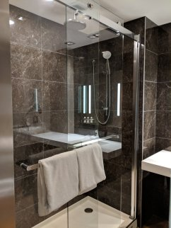 AC Minneapolis Hotel Bathroom